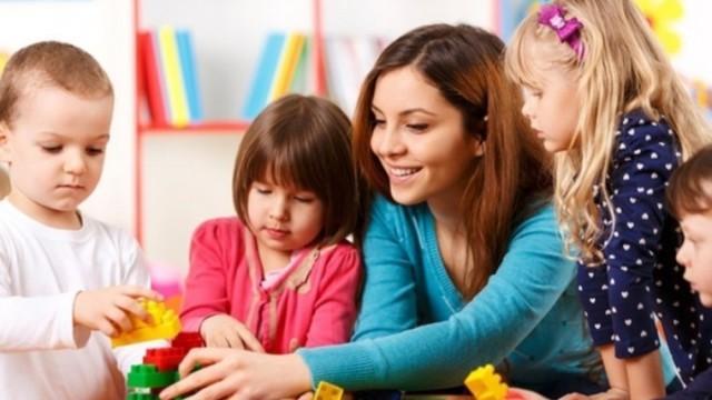 работник по уходу и присмотру за детьми