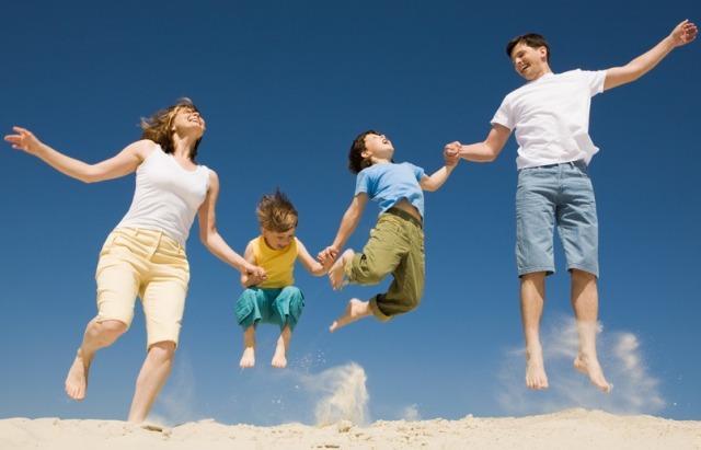 вся семья в прыжке
