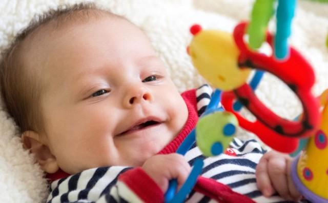 ребенок улыбается в два месяца