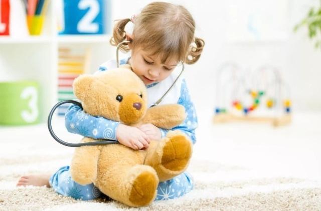 Ребенок пошел в садик с любимой игрушкой