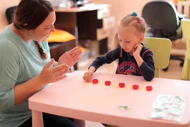 Занятие психолога с ребенком