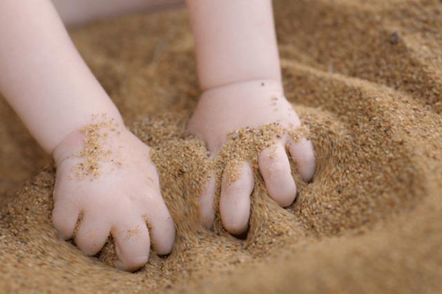 Прятки в песке