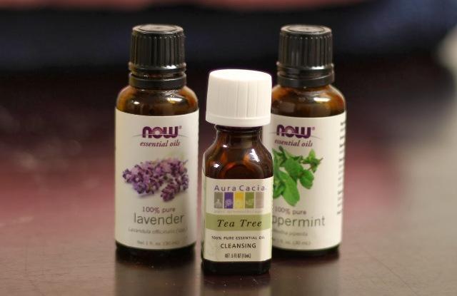фирное масло лаванды или эфирное масло чайного дерева
