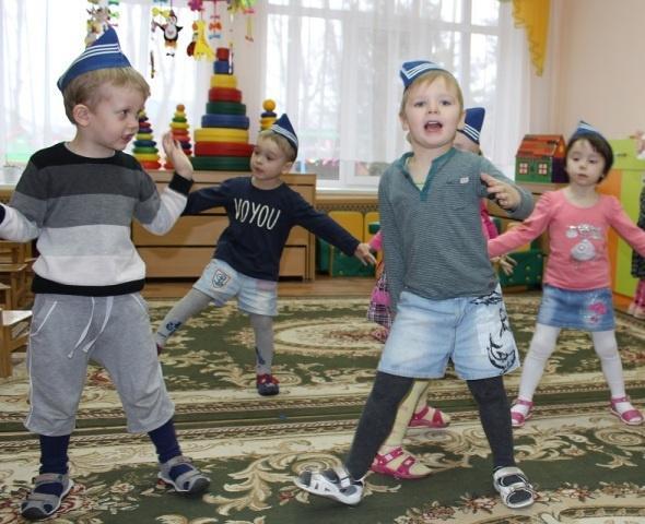 23 февраля праздник для младшей группы