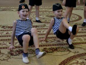 23 февраля дети танцуют