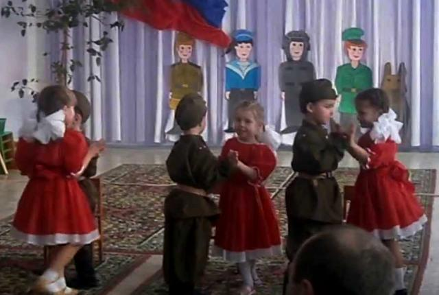 дети танцуют танец Молдованка