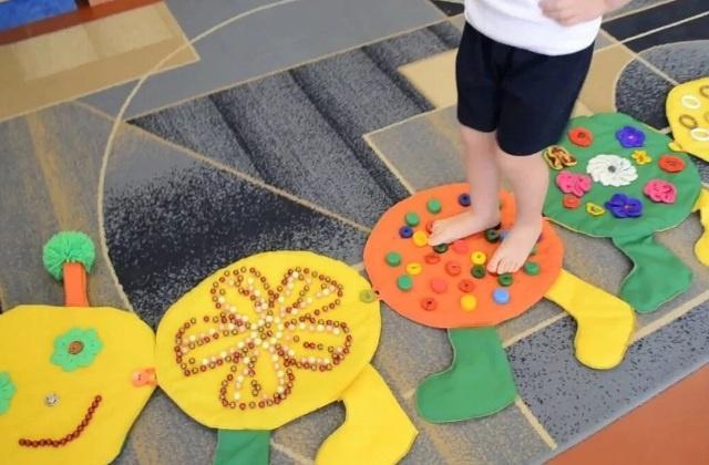 Как сделать массажный коврик для детского сада