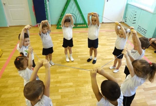 Утренняя зарядка для детей в детском саду