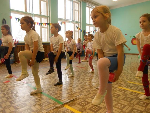 Утренняя зарядка для детей в детском саду для детей старшей группы