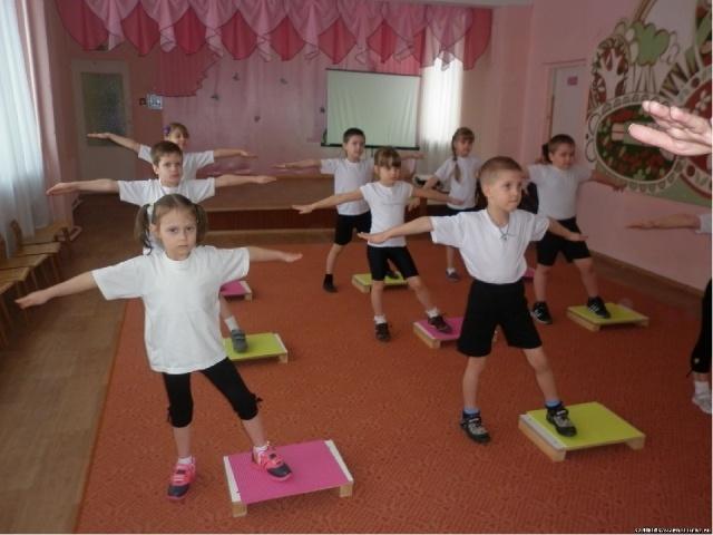 Утренняя зарядка для детей в детском саду. степ - гимнастика