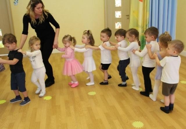 Утренняя зарядка для детей в детском саду для младшей группы