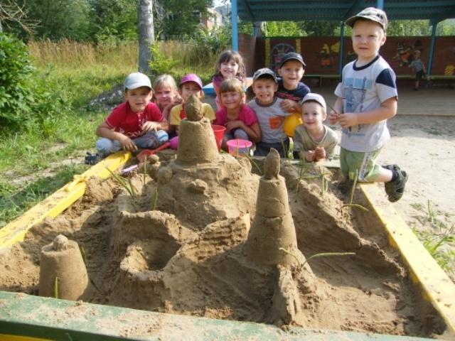 Прогулка летом: конспект, замки в песочнице детский сад