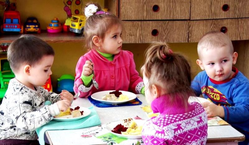 Режим дня в детском саду: завтрак обед ужин