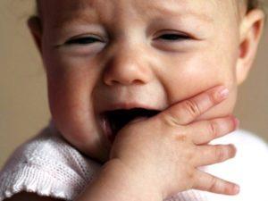режутся зубки у ребенка