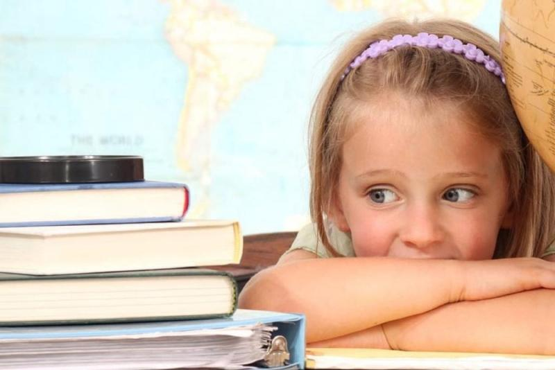 девочка с книжками