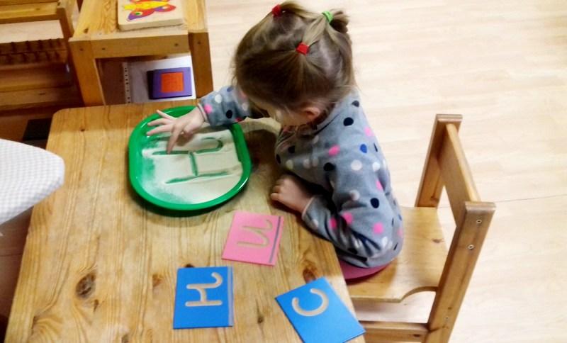 Монтессори - как научить ребенка читать и писать