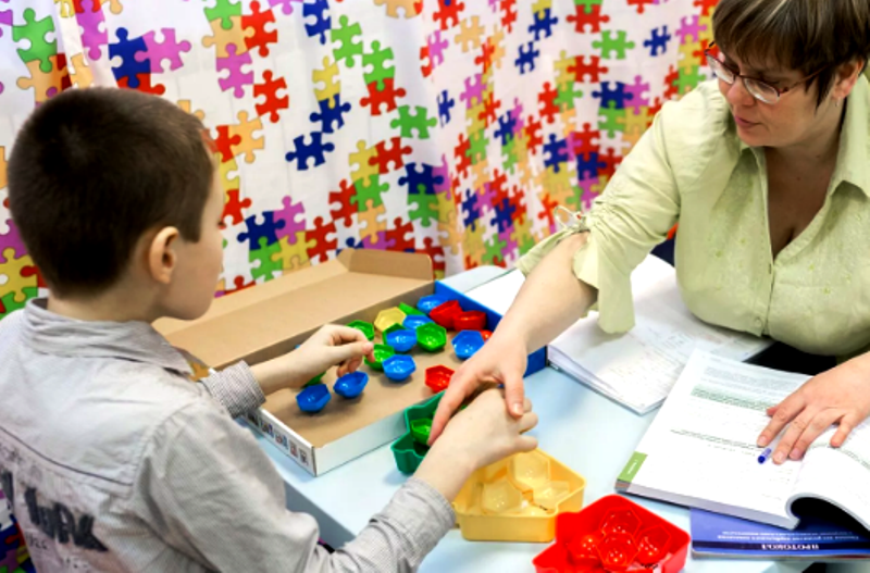 Ребенок аутист в детском саду Как работать