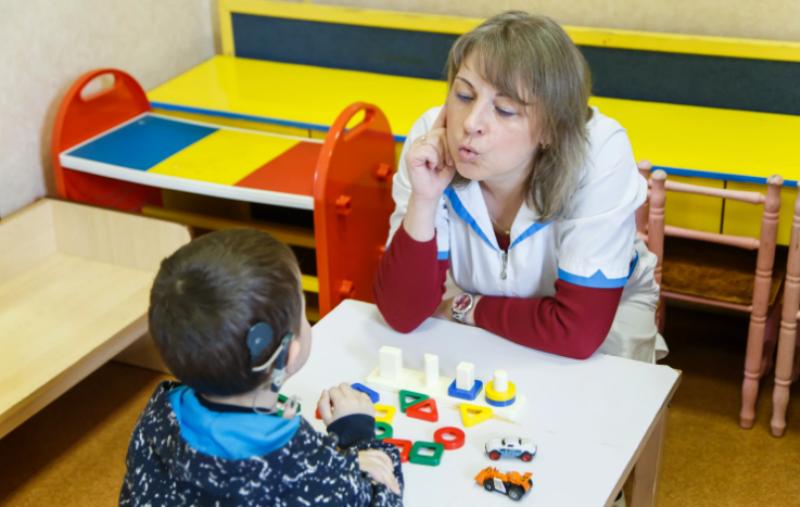Занятие с глухим ребенком в детском саду