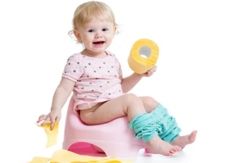 ребенок балуется туалетной бумагой