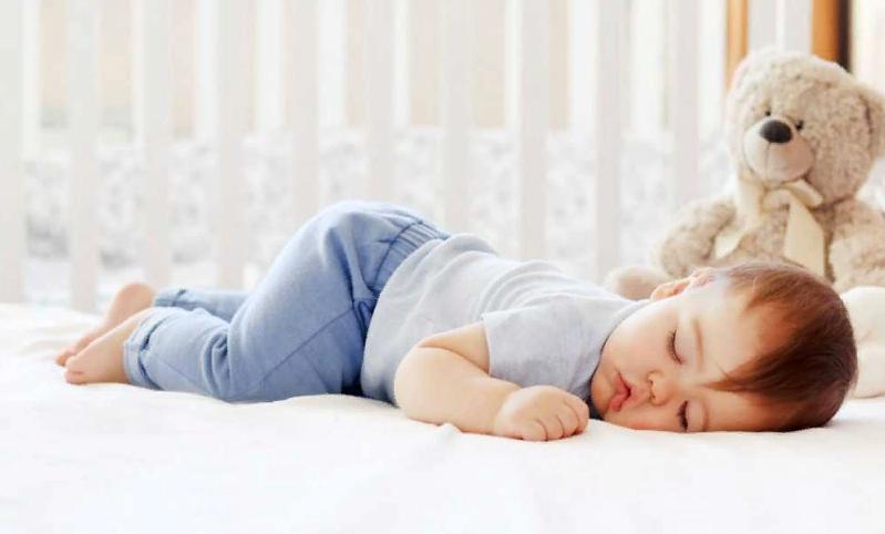Одежда ребенка для сна
